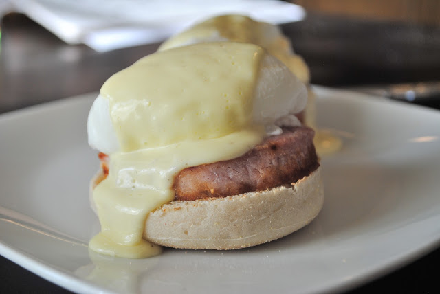 Eggs Benedict with Blender Hollindaise