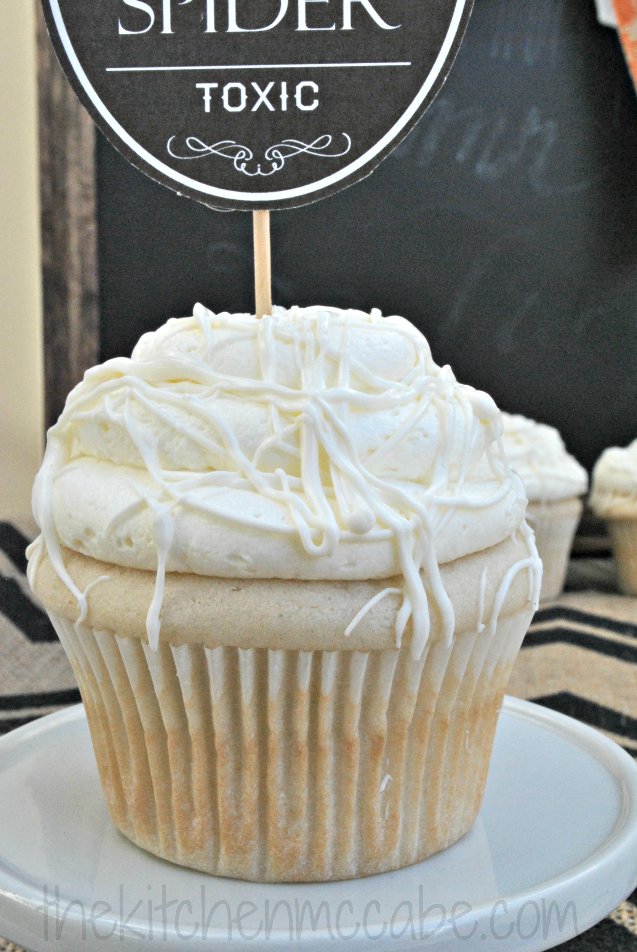 Vanilla Cupcakes With White Chocolate Buttercream The