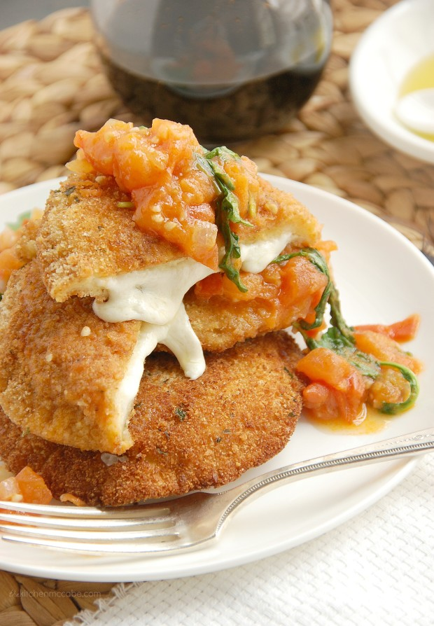 Mozzarella en Carozza with tomato rocket sauce 2