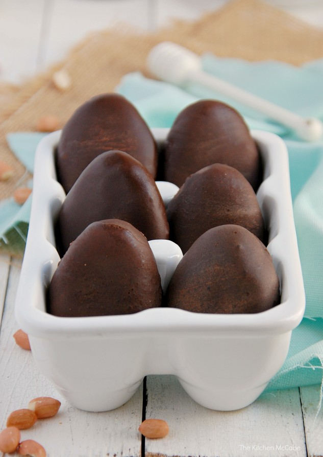 Healthy Chocolate Peanut Butter Eggs{raw & vegan}. Gluten-free, Dairy-free | thekitchenmccabe.com