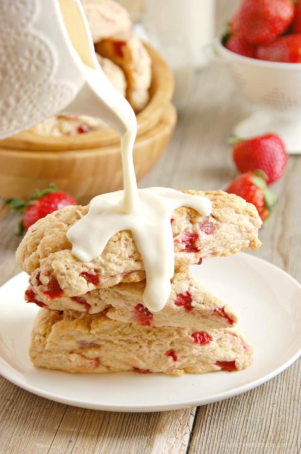 strawberries and cream scones 1