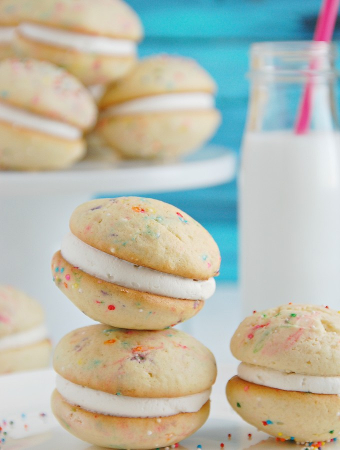 Funfetti Cake Batter Whoopie Pies