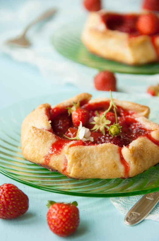 Strawberry Rhubarb Galettes with Homemade Vanilla Ice ...