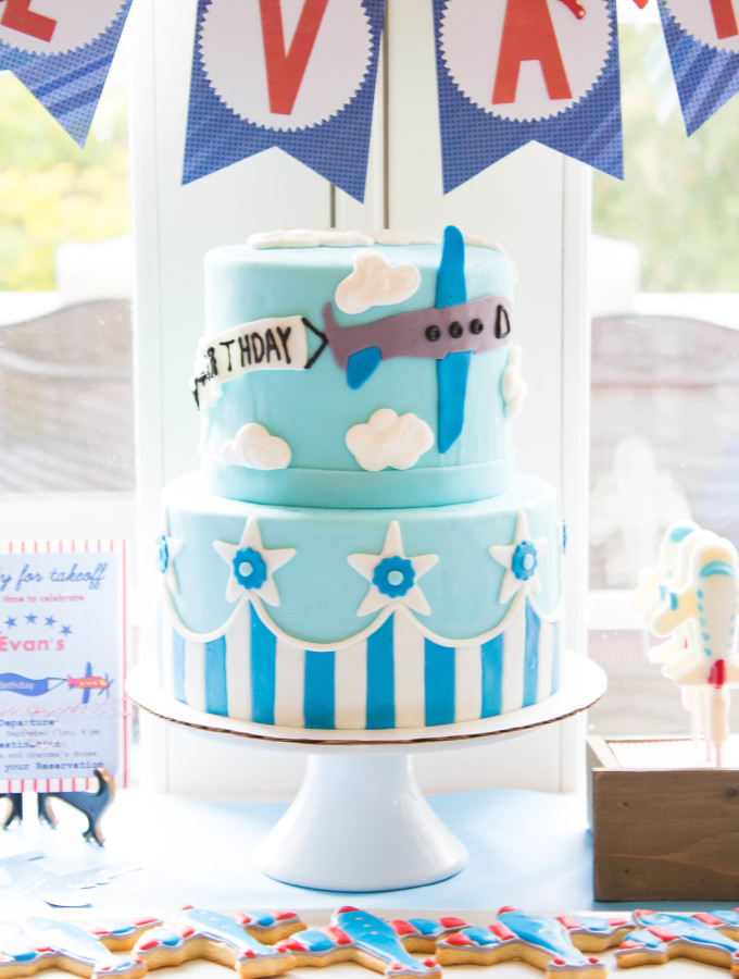 Airplane Cake for an Airplane Themed Party