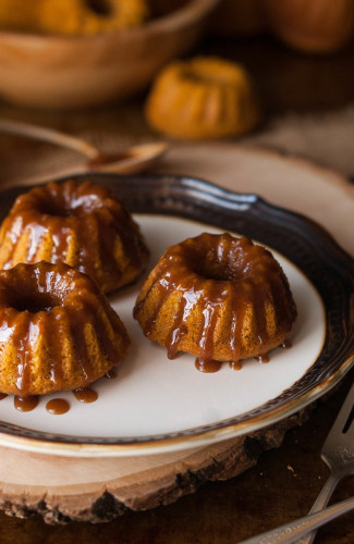 Browned Butter Caramel Glazed Mni Pumpkin Spice Bundt Cakes 6