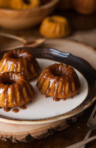 Browned Butter Caramel Glazed Mni Pumpkin Spice Bundt Cakes 6