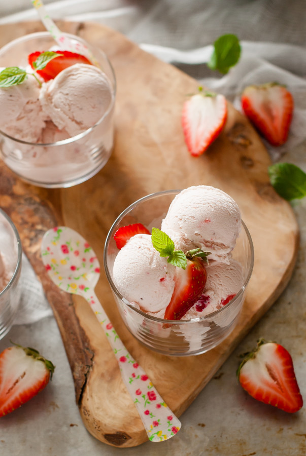 Fresh Strawberry Ice Cream | thekitchenmccabe.com