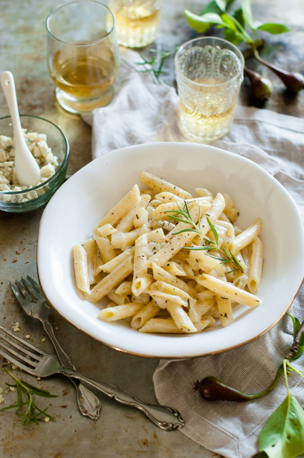 Penne all Pera {Penne in a gorgonzola pear cream sauce}