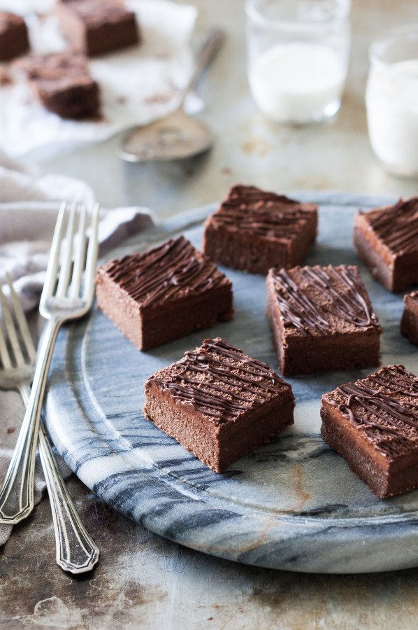 Raw Chocolate Cake Brownies with Fluffy Chocolate Frosting - gluten-free, no refined sugar, dairy free,grain free, paleo, vegan and raw!