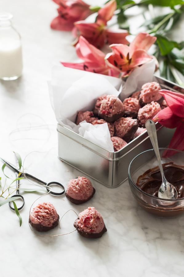 Chocolate Covered Strawberry Macaroons - Raw, Vegan, Dairy free, Gluten free, Paleo, No Refined Suga