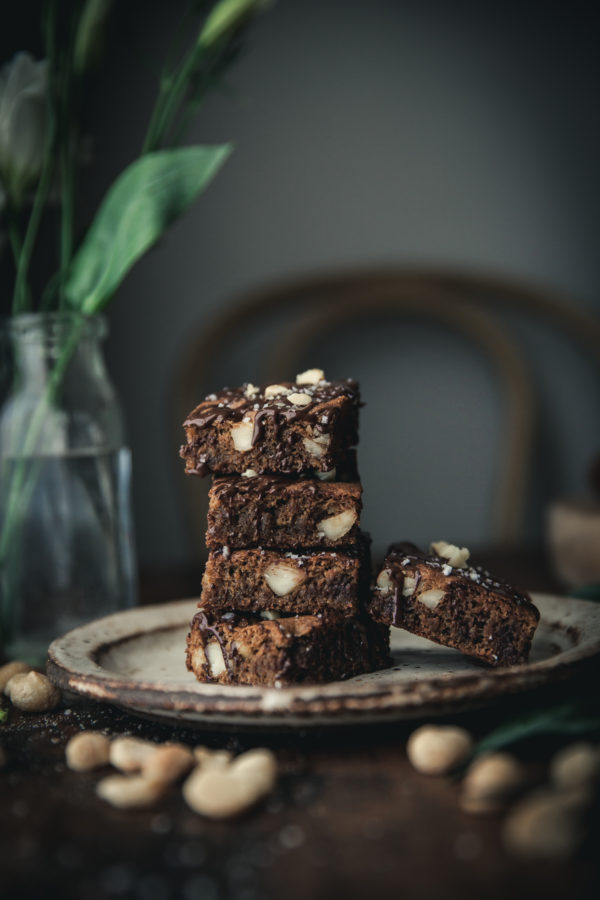 Chewy Chocolate Chip Macadamia Cookie Bars